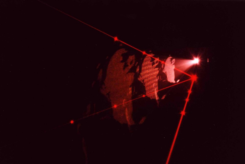 Third window, 1997, Dimension variable, Installation video et laser, Color/sound, Couleur/Sonore, Video loop projected in a dark room