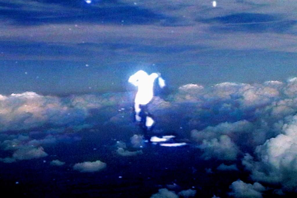 Floating time (nuages), 2006, 2mn, Couleur, sonore, Color/sound, Vidéo monobande, Single channel video